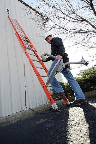 Louisville Ladder FE3216 Fiberglass Extension Ladder 300-Pound Capacity 16-foot Type IA