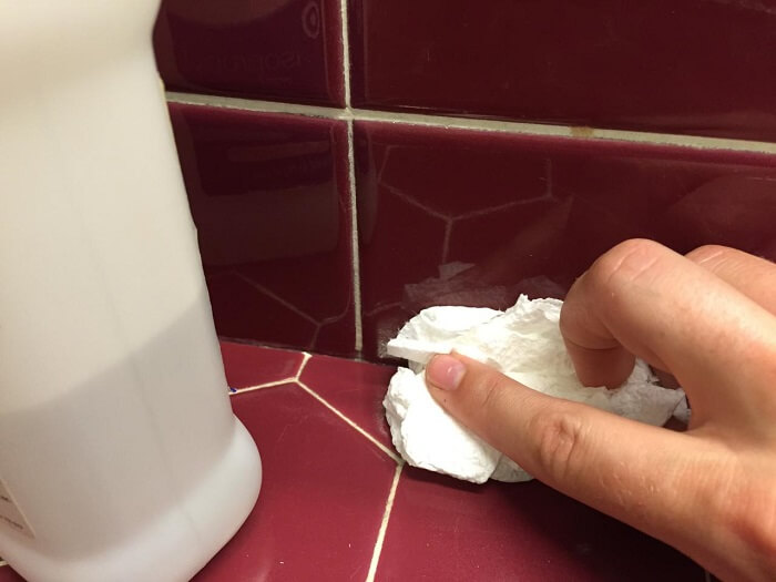 How to Remove Silicone Caulk from Tile