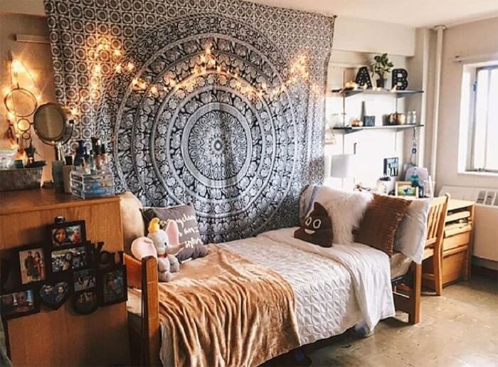 How To Decorate A Large Wall: 13 Best Ideas For Impressive Rooms